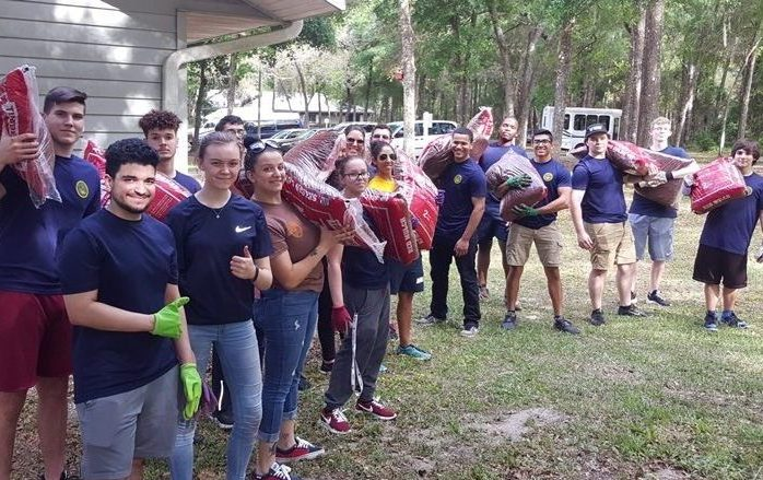 U.S. Navy Recruits Volunteer at Duvall Homes
