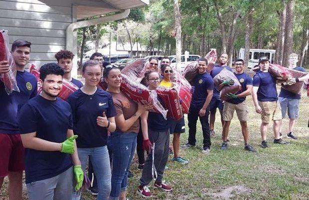 U.S. Navy Recruits Volunteer at Duvall Homes